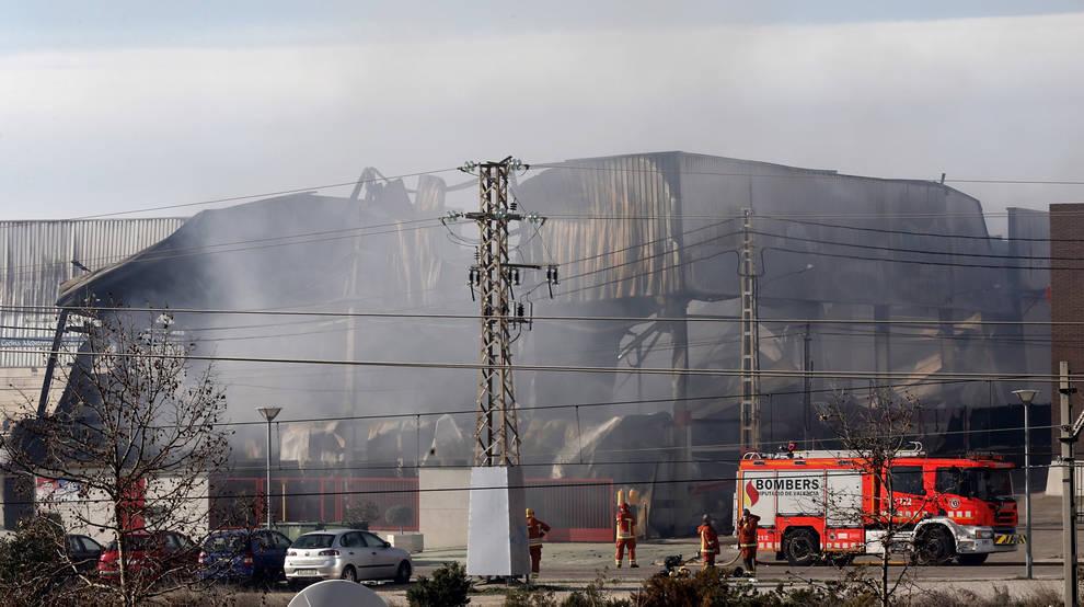 El incendio de paterna valencia sin controlar tras 24 - El tiempo en paterna valencia ...