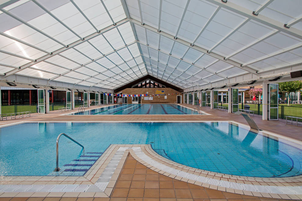 Normativa de seguridad de las piscinas navarras para este for Piscinas cubiertas tudela