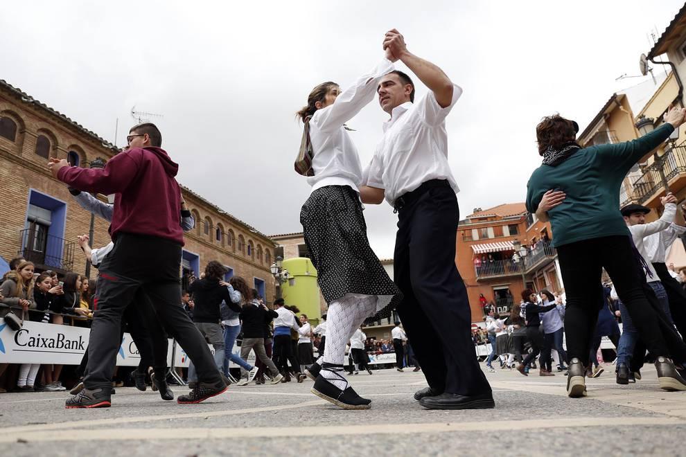 Ablitas celebra su tradicional Baile del Plego (1/16) - Fotos del Baile del Plego de Abligtas protagonizado por el Grupo de Danzas Mendianike. - Tudela y Ribera -