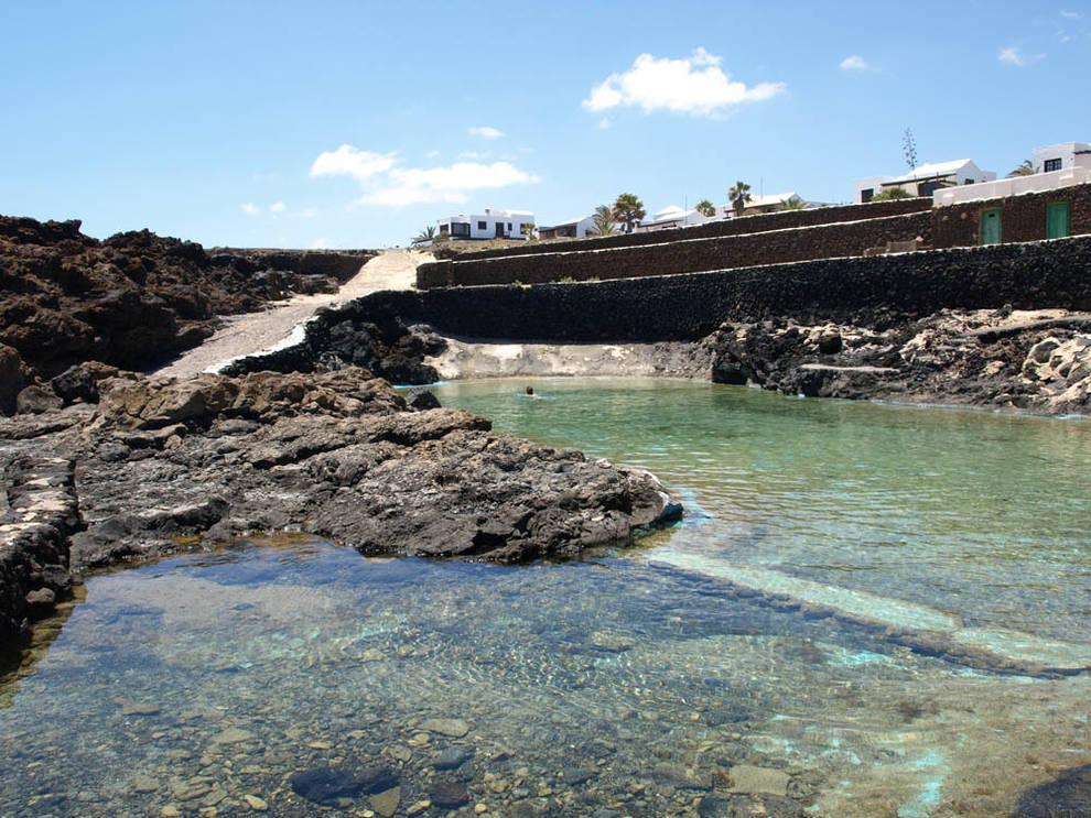 Muere en lanzarote tras un golpe de mar en unas piscinas for Charcos naturales en tenerife
