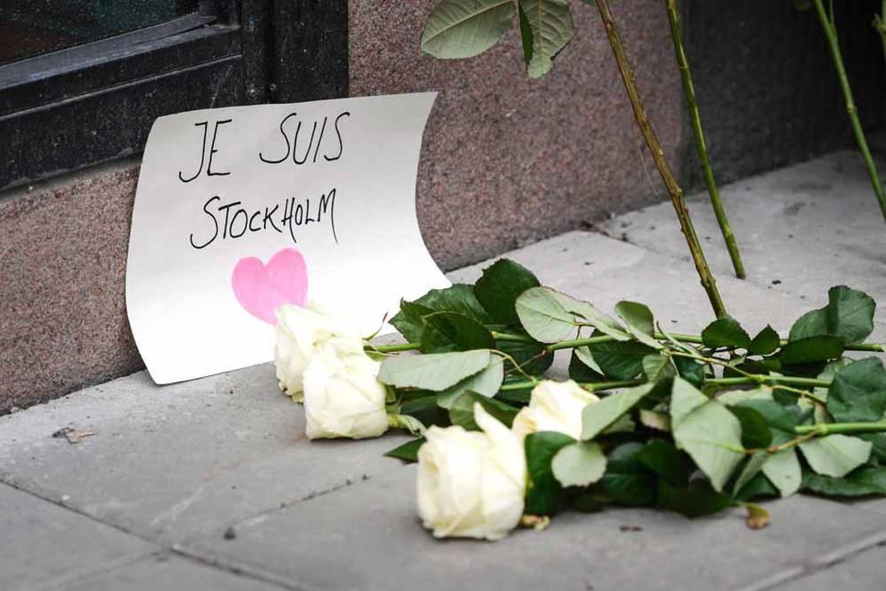 Un camión arrolla a varias personas en Estocolmo (1/60) - El vehículo se empotró contra una tienda del centro de la ciudad. - Internacional -