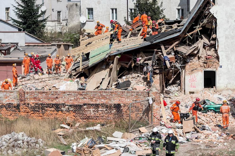 Explosión de gas en un edificio en Polonia (1/9) - Un edificio se derrumbó tras una explosión de gas en la localidad polaca de Swiebodzice. - Internacional -