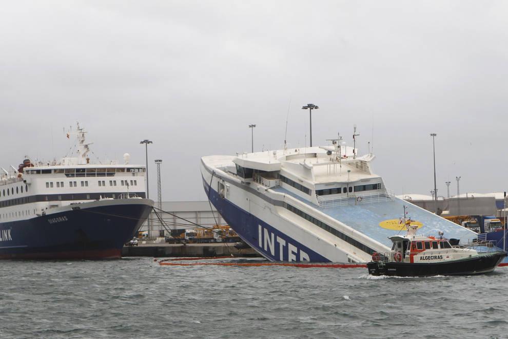 El temporal hunde un barco en Algeciras | Noticias de Sucesos en ...