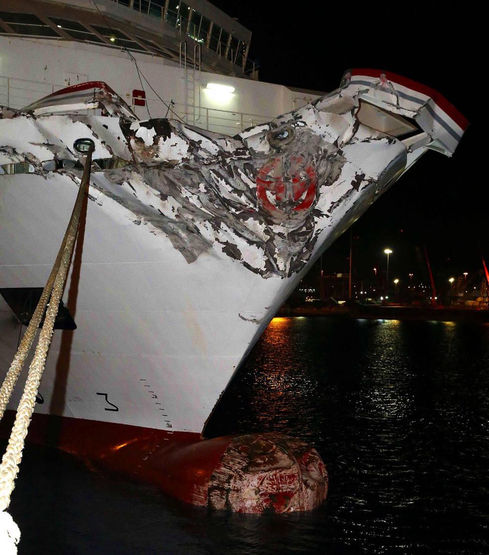 Un ferry se estrella en el muelle de las palmas de gran for Horario oficina naviera armas las palmas
