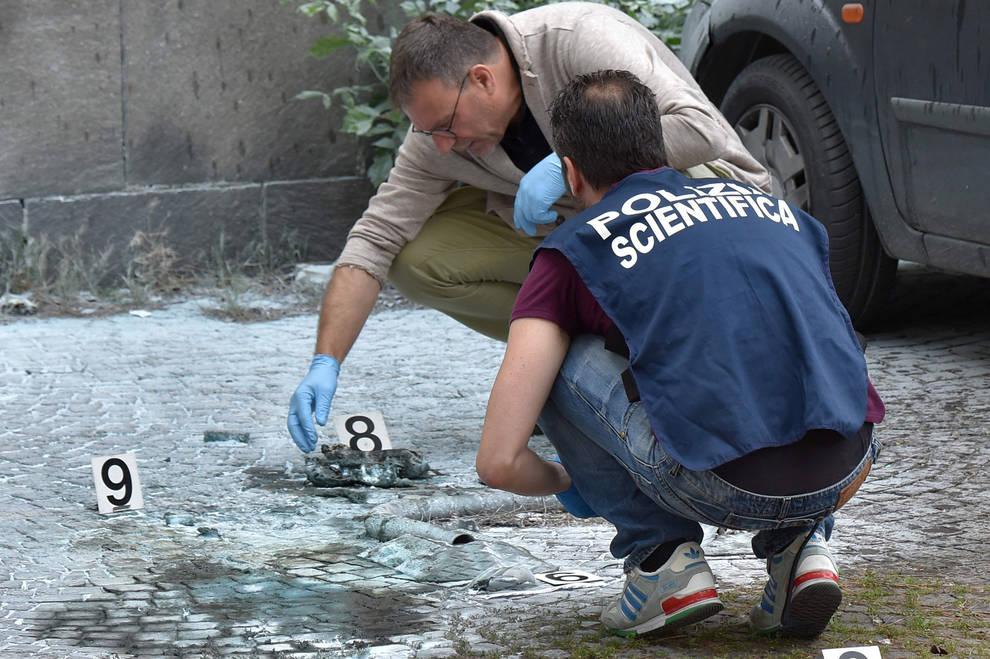 Estallan 2 artefactos sin causar v ctimas en una oficina for Oficina turismo roma
