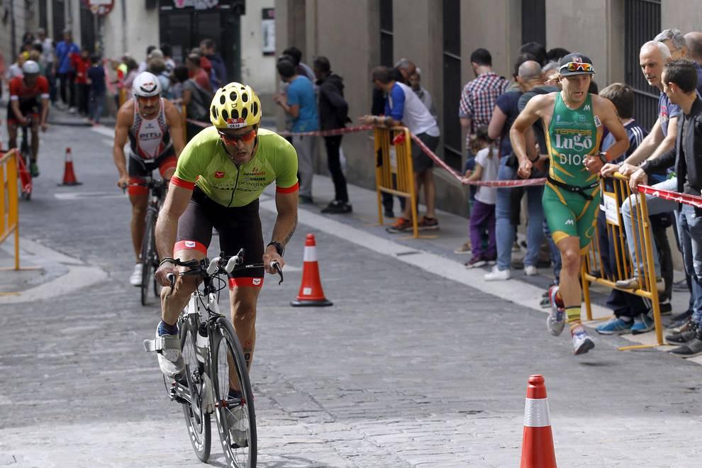 IV Half Triathlon Pamplona Iruña (1/34) - Un millar de triatletas desafiaron al calor en el Half Triathlon Pamplona-Iruña, que repartió los títulos de media distancia. - Triatlón -
