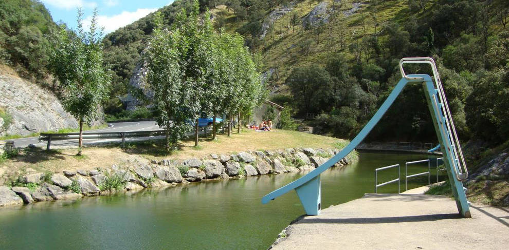 La piscina fluvial de betelu nueva zona de ba o natural for Piscina zona norte avila