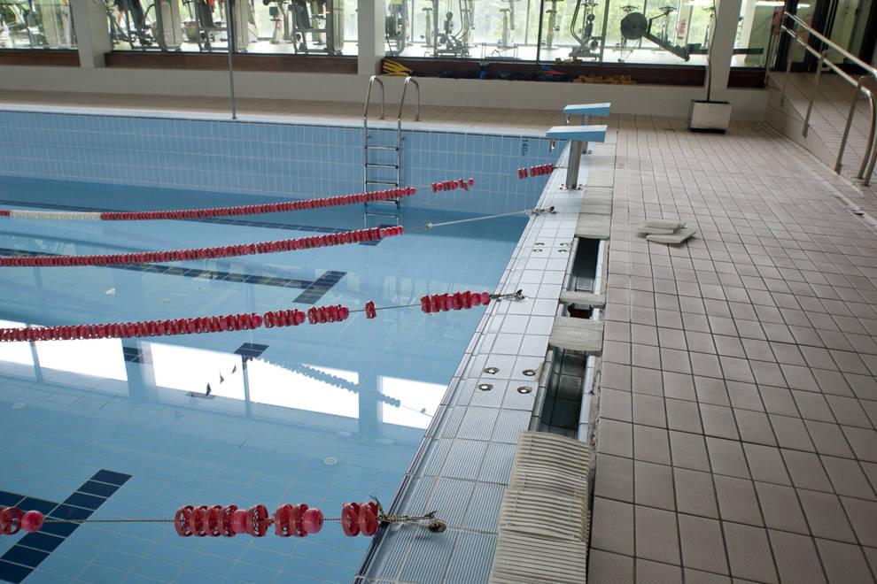 Problemas en la piscina cubierta de peralta obligan a for Piscinas cubiertas tudela
