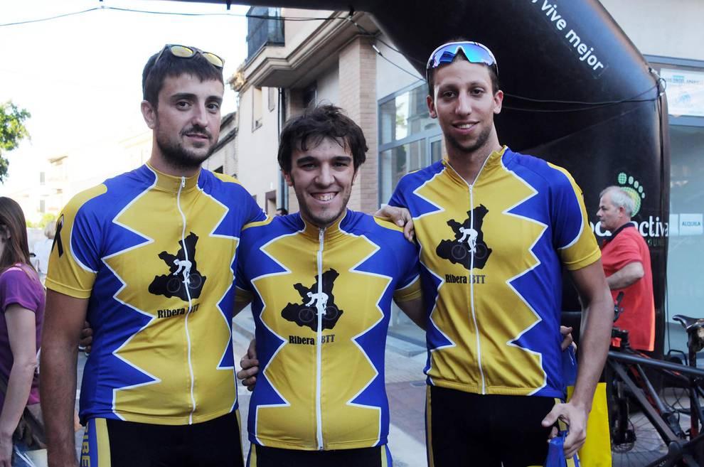 VI Night Bike de Murchante (1/18) - El club ciclista KarrikiriBTT, junto al Ayuntamiento de Murchante, organizó la noche del 10 de junio la sexta edición de la 'Night and Bike'. Una prueba ciclista no competitiva que se celebra en horario nocturno y que ofreció a los participantes dos opciones: un recorrido de 57 kilómetros y otro de 40. La cita reunió a un buen número de aficionados a la bicicleta de montaña, que además colaboraron, con su participación, con la AECC (Asociación Española Contra el Cáncer). - Ciclismo -