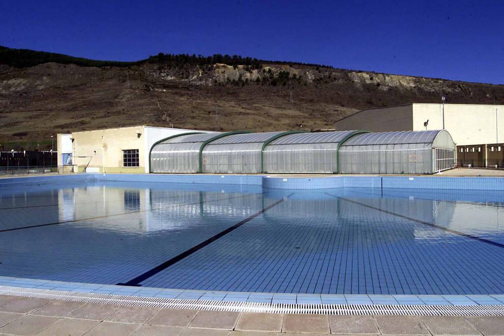 rescatan a un menor inconsciente en la piscina de anso in