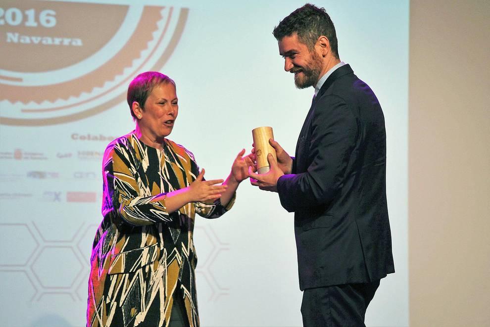 Entrega de Premios AJE 2016 (III) (1/19) - Acto de entrega de los Premios Joven Empresario Navarro 2016, organizada por AJE Navarra en el Zentral, en la que Ciro Larrañeta, CEO de Tetrace, consiguió el Premio al Joven Empresario. - DN Management -