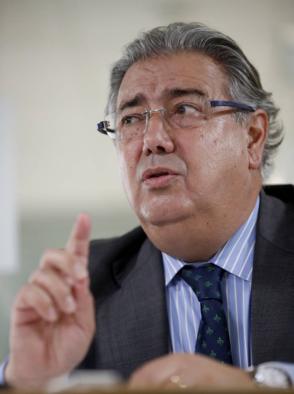Zoido responde al gobierno vasco que no acercar a los for Zoido ministro del interior