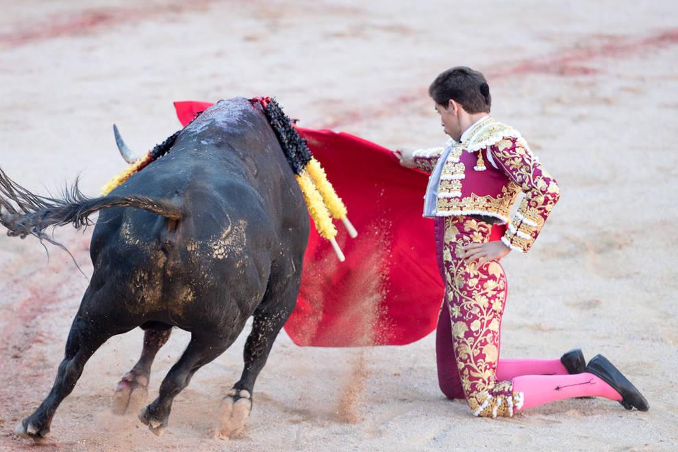 Corrida del día 12 (1/70) - Las instantáneas de la corrida con toros de Victoriano del Río - Contenidos -
