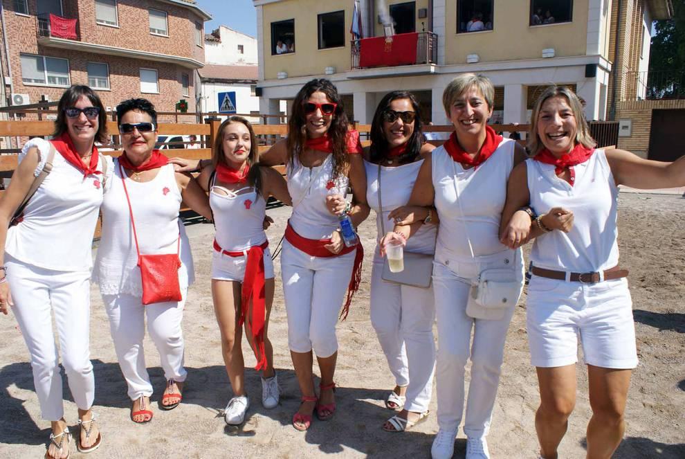 Cohete de las fiestas de Monteagudo (1/8) - Imágenes del comienzo de las fiestas en honor a San Roque. - Tudela y Ribera -