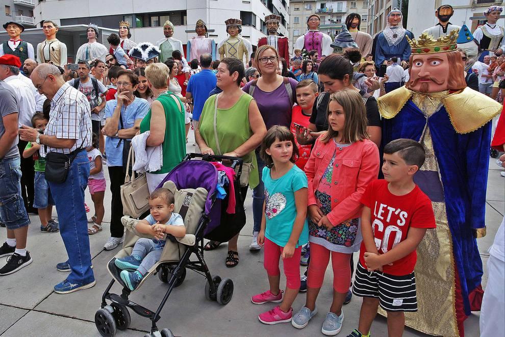Concentración de gigantes en Burlada (1/6) - Fiestas de Burlada - Pamplona y Comarca -