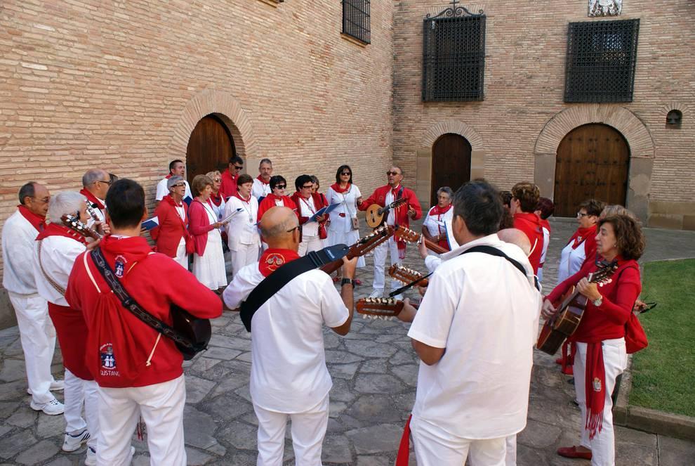 Día grande de las fiestas en Tulebras (1/6) - Imágenes de la procesión de las fiestas de Tulebras. - Tudela y Ribera -