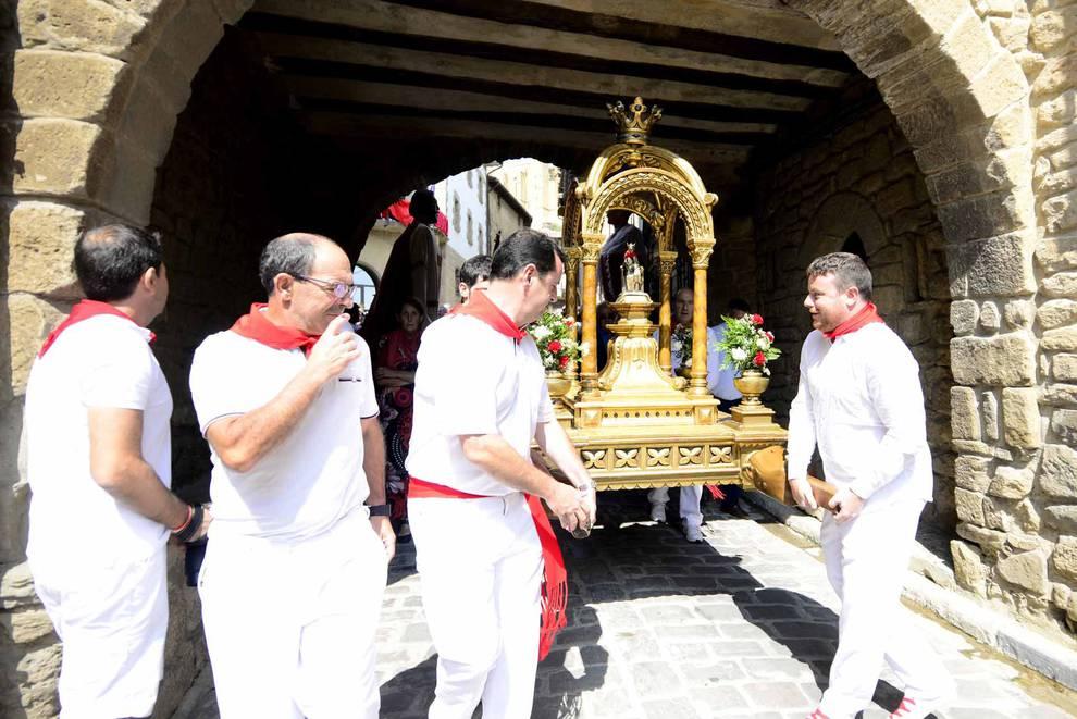Procesión en Artajona (1/8) - Imágenes de la procesión en fiestas de Artajona. - Tafalla y Zona Media -