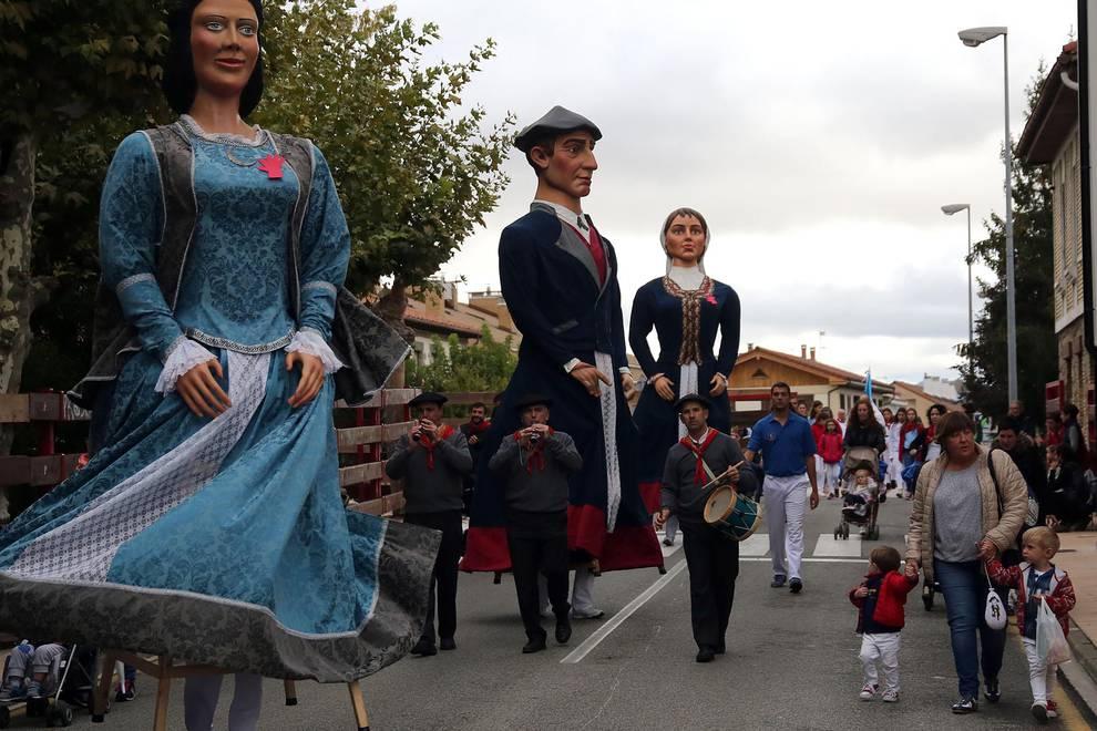 Desfile de fiestas de Zizur (1/12) - Todas las fotos del desfile de fiestas de Zizur 2017 - Pamplona y Comarca -