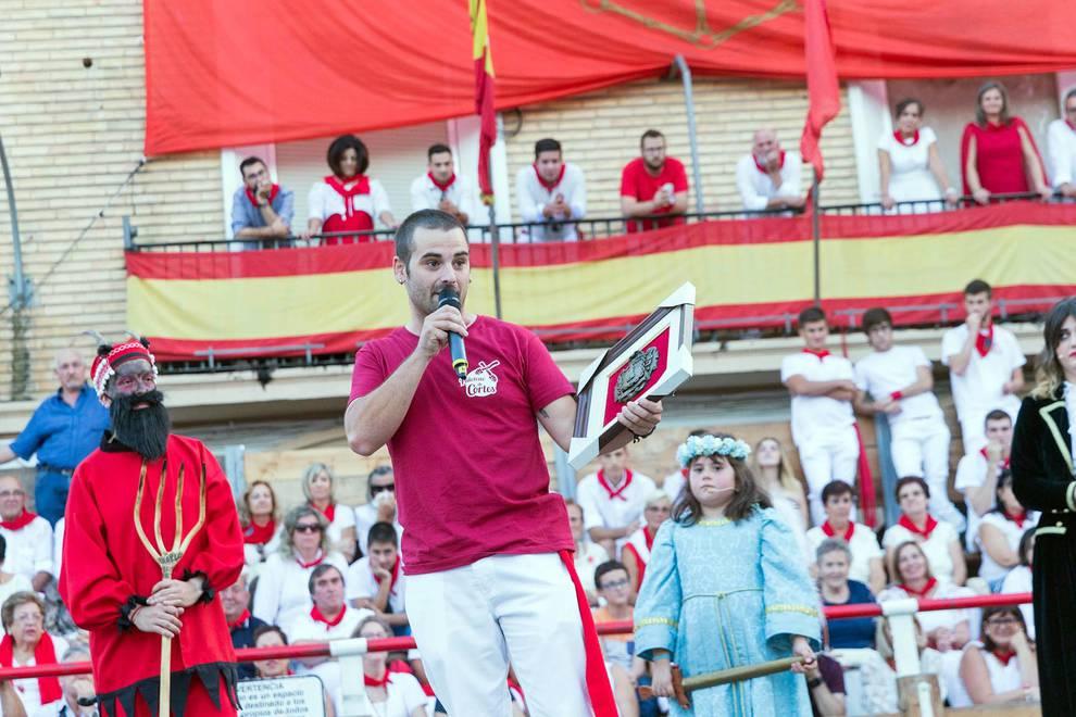 El Paloteado de Cortes muestra sus dos caras (1/31) - De todos los que se celebran en la Ribera, el Paloteado de Cortes es el que cuenta con mayor arraigo histórico con unos orígenes que se remontan a finales del siglo XIX. - Tudela y Ribera -