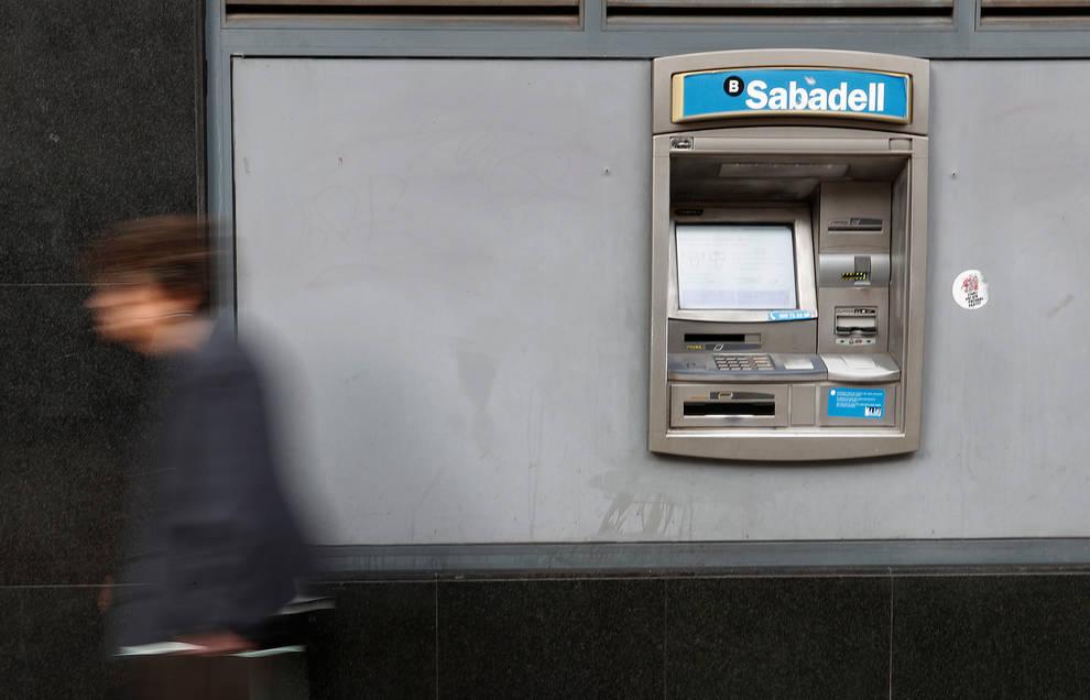 la anc y omnium llaman a retirar dinero de los bancos para