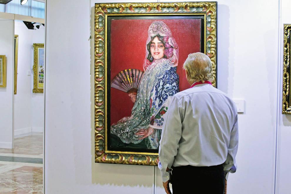 Un hombre contempla Cándida con abanico, de Ignacio Zuloaga.