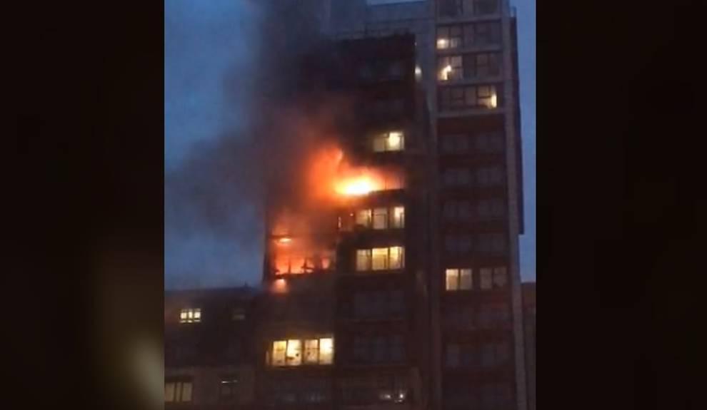 Incendio en un edificio de doce pisos en Manchester