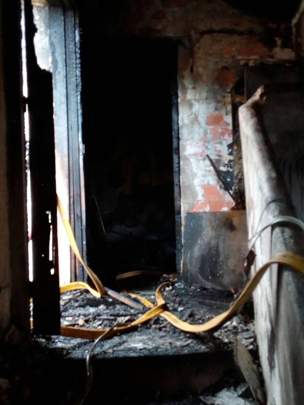 Se incendia una casa de tres alturas en Funes