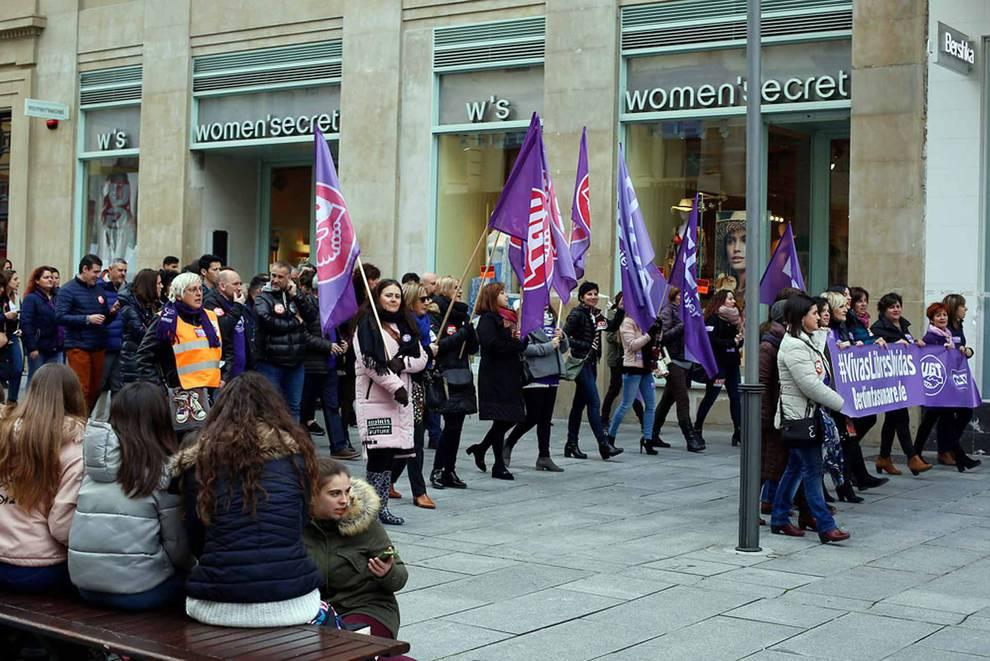Tiendas y calles de Pamplona el día de la huelga feminista (1/5) - Imágenes del Día de la Mujer en la capital navarra. - Pamplona -