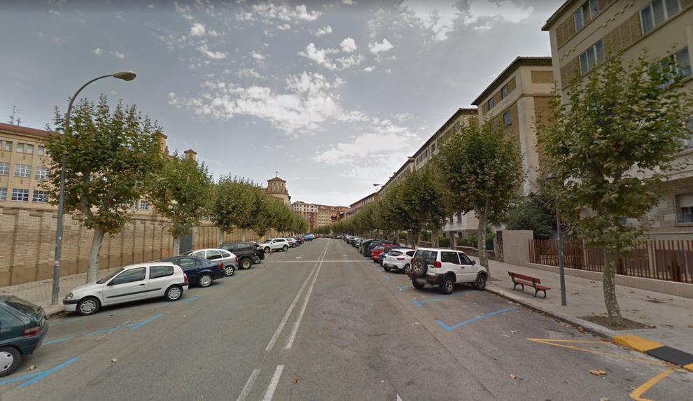Un herido al chocar un coche contra otros aparcados en la avenida Galicia de Pamplona