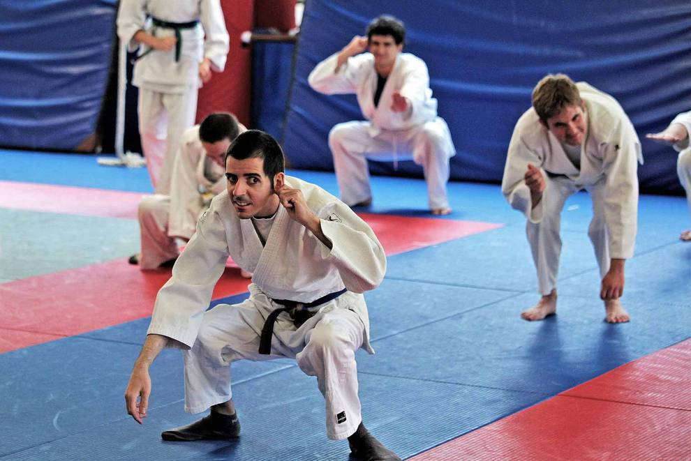 Entrenamiento de Judo en Larrabide para personas con discapacidad intelectual (1/17) - Esta jornada estaba dirigida a los judokas con discapacidad intelectual, pero también a árbitros y profesores interesados en aprender la dinámica de trabajo con estos chavales, así como para aprender nuevas estrategias metodológicas. - Más deporte -