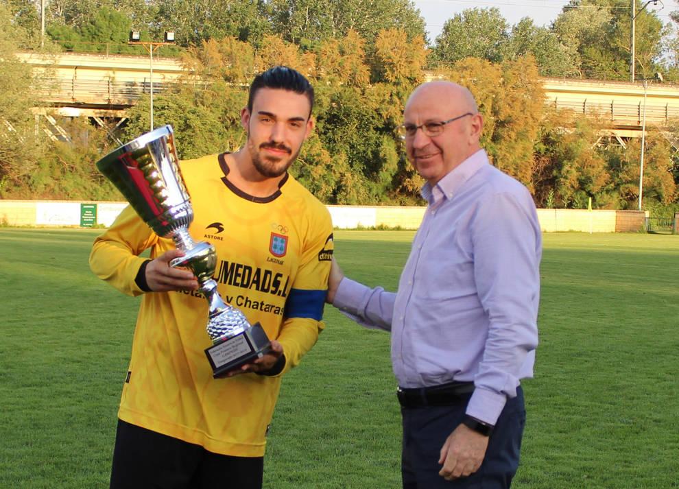 Lagunak se hace con la Copa de Primera Regional y se despide de su capitán