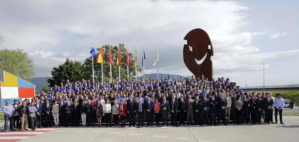 Fotos de la visita de Felipe VI a MTorres (1/17) - El rey Felipe VI ha visitado en Torres de Elorz las instalaciones de la empresa MTorres. - DN Management -