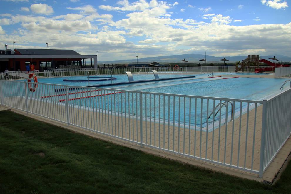 Milagro inaugura sus piscinas tras una inversi n de 2 5 for Piscinas cubiertas tudela
