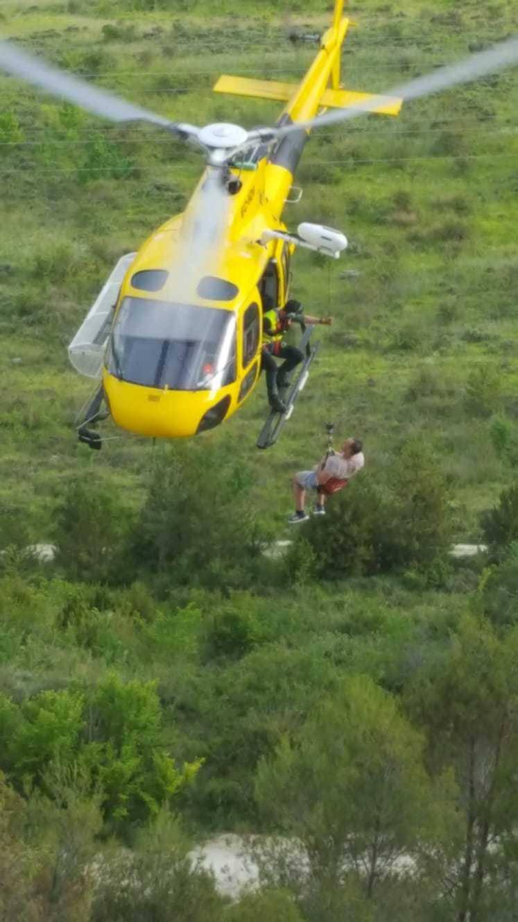 Rescatado un montañero bloqueado en una cantera rocosa en el monte ...