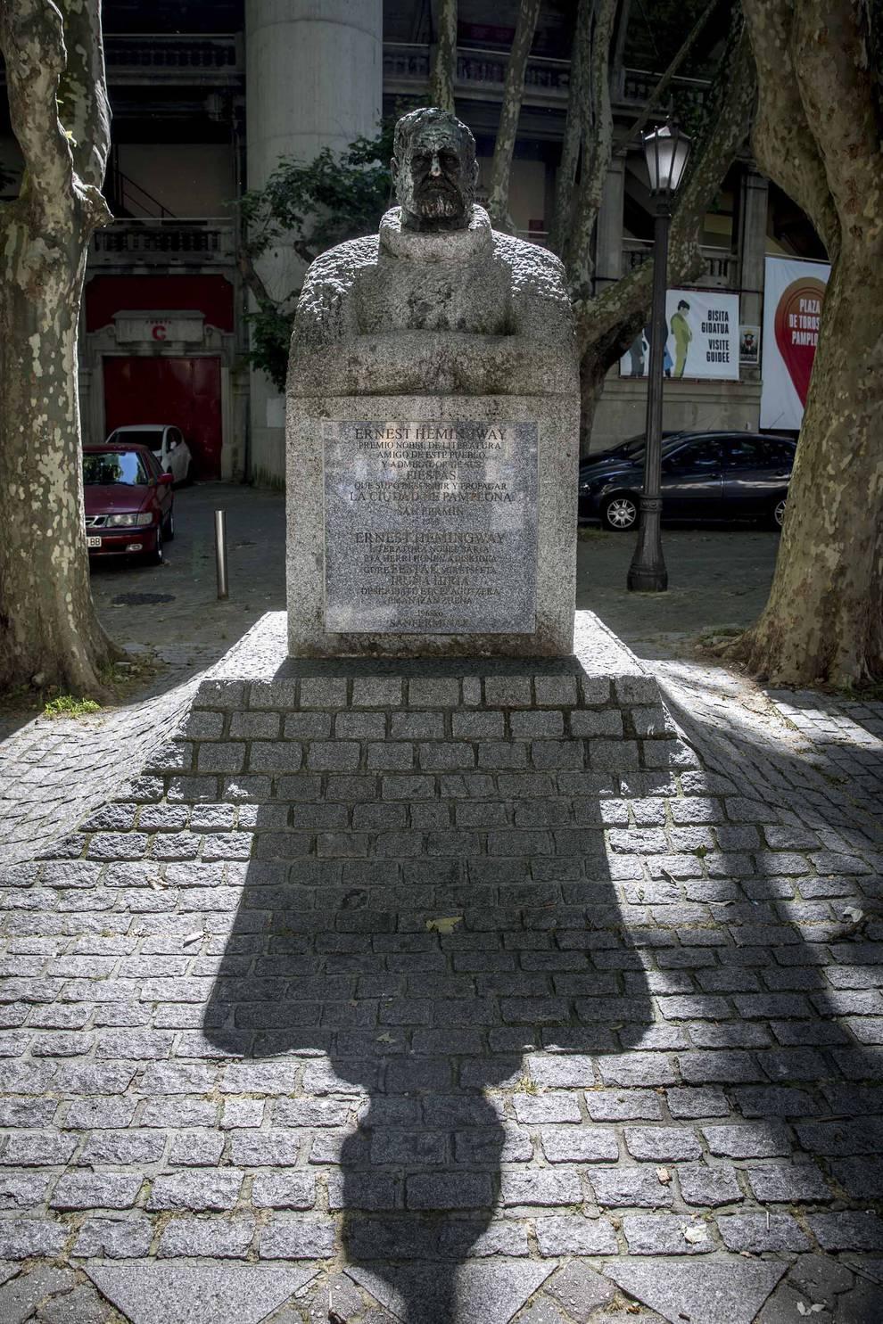 Hemingway, la búsqueda de su verdad y la obsesión taurina (1/10) - El 6 de julio se cumplen cincuenta años de la inauguración de la escultura dedicada al premio nobel frente a la plaza de toros - San Fermín -