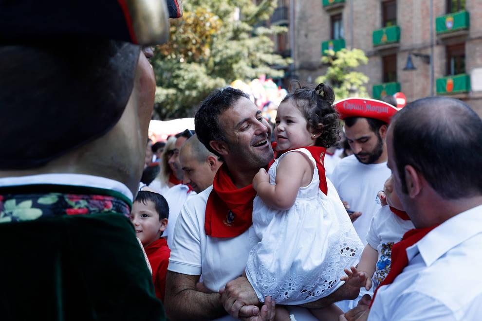 Fotos de los gigantes y cabezudos de Pamplona, 7 de julio de San Fermín 2018 (1/70) - Salida de los gigantes y cabezudos de Pamplona, 7 de julio de San Fermín 2018 - San Fermín -
