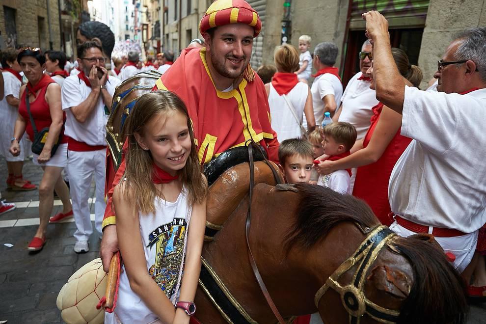 Fotos de los gigantes y cabezudos de Pamplona, 10 de julio de San Fermín 2018 (1/135) - Salida de los gigantes y cabezudos de Pamplona, 10 de julio de San Fermín 2018 - San Fermín -