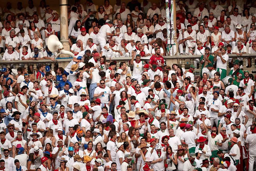 Búscate en el tendido de la corrida del día 11 de julio (1/327) - Público asistente a la Plaza de Toros de Pamplona durante la cuarta corrida de la Feria del Toro 2018. - San Fermín -