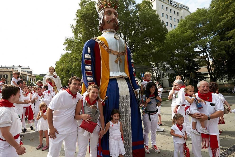 Fotos de los gigantes y cabezudos de Pamplona, 12 de julio de San Fermín 2018 (1/155) - Salida de los gigantes y cabezudos de Pamplona, 12 de julio de San Fermín 2018 - San Fermín -
