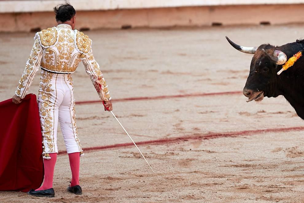 Fotos de la corrida del 12 de julio (1/70) - Faena de los toros de la ganadería de Victoriano del Río Cortés para los diestros Pepín Liria, Julián López 'El Juli' y Ginés Marín - San Fermín -