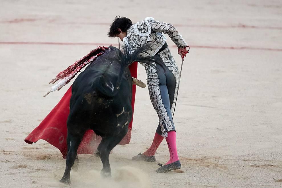 Fotos de la corrida del 13 de julio (1/65) - Faena de los toros de la ganadería de Fuente Ymbro para los diestros Juan José Padilla, Roca Rey y Cayetano - San Fermín -