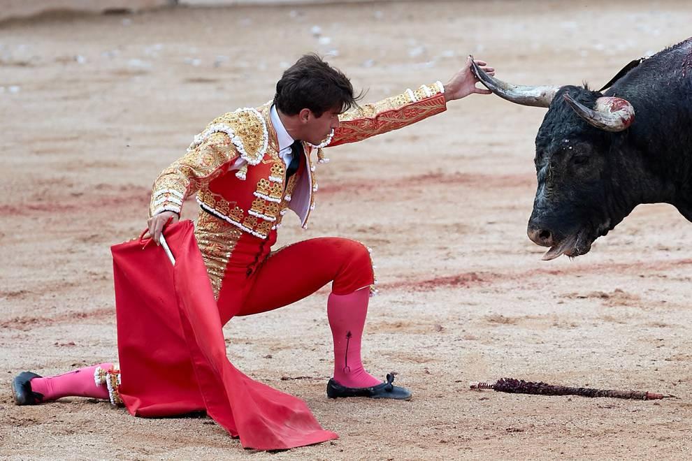 Fotos de la corrida del 14 de julio (1/44) - Faena de los toros de la ganadería de Fuente Ymbro para los diestros Juan José Padilla, Roca Rey y Cayetano - San Fermín -
