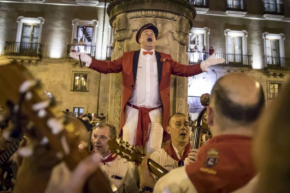Fotos del 'Pobre de mí' que despide los Sanfermines 2018 (1/45) - Fotos del 'Pobre de mí' con el que Pamplona despide los Sanfermines 2018 - San Fermín -