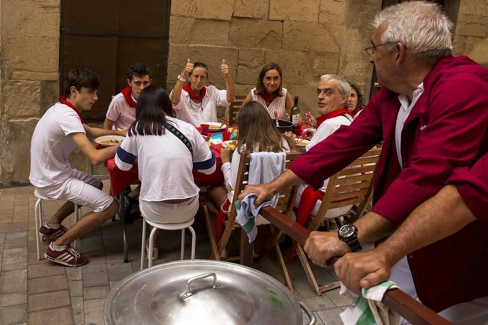 Los Arcos celebra su tradicional pochada en fiestas (17 de agosto de 2018) (1/12) - Los Arcos celebran su tradicional pochada en fiestas (17 de agosto de 2018) - Tierra Estella -