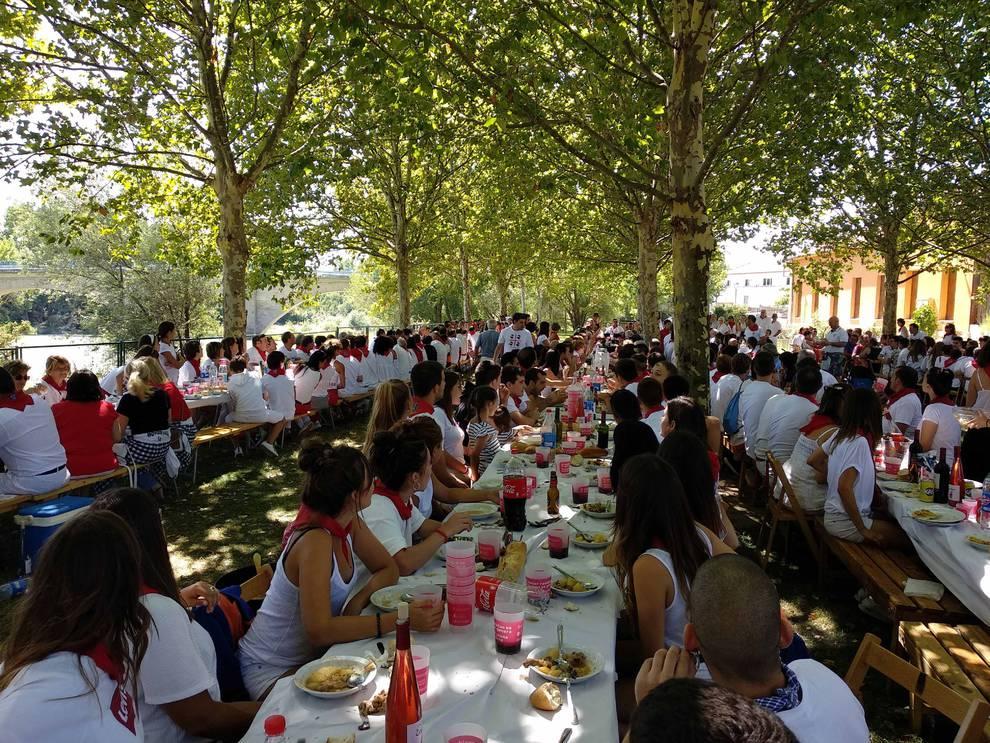 Las vajillas reutilizables triunfan sobre el plástico en las fiestas de Navarra