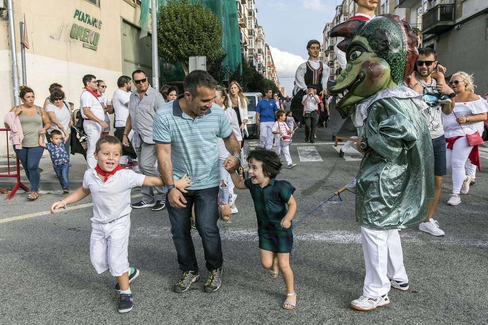 Chupinazo de fiestas de Berriozar 2018 (1/51) - Fotos del cohete de las fiestas de Berriozar 2018 - Pamplona y Comarca -