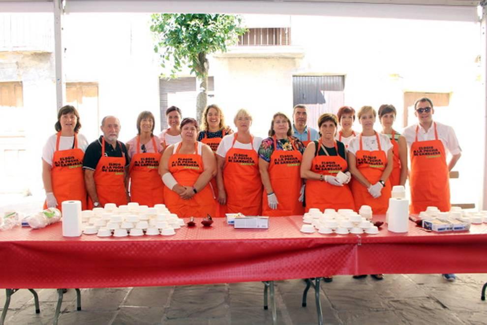 Unas deliciosas pochas de Sangüesa (1/11) - El fin de semana del 1 y 2 de septiembre se celebraron las VII Jornadas del Elogio a la Pocha de Sangüesa. El sábado se procedió al 'desgrane tradicional' y, ya el domingo, se celebró la esperada degustación de pochas, que este año estuvieron acompañadas de hamburguesitas de Ternera Ecológica de Petilla de Aragón, vinos de la Bodega de Sada, cata de infusiones Josenea de Lumbier y degustación de helado de Pocha de Sangüesa elaborado por el maestro de Heladería Lerma de Estella. - Sangüesa y Merindad -