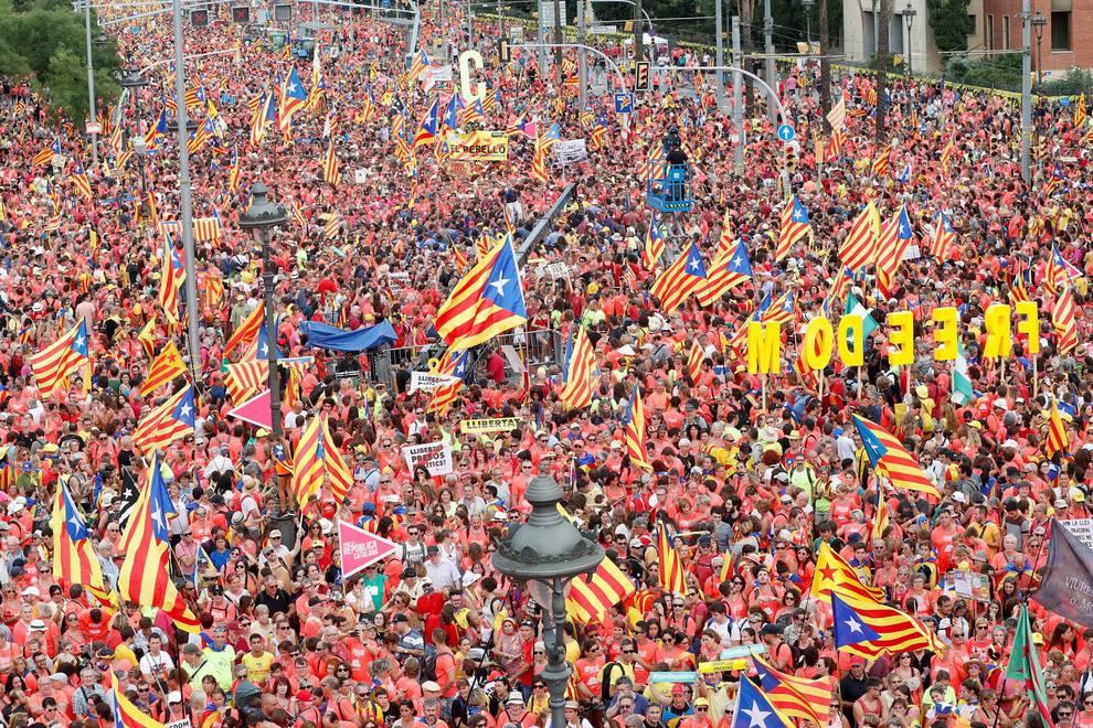 Manifestación de la Diada en Barcelona (1/9) - Multitudinaria manifestación de la Diada a favor de la república y los presos - Contenidos -