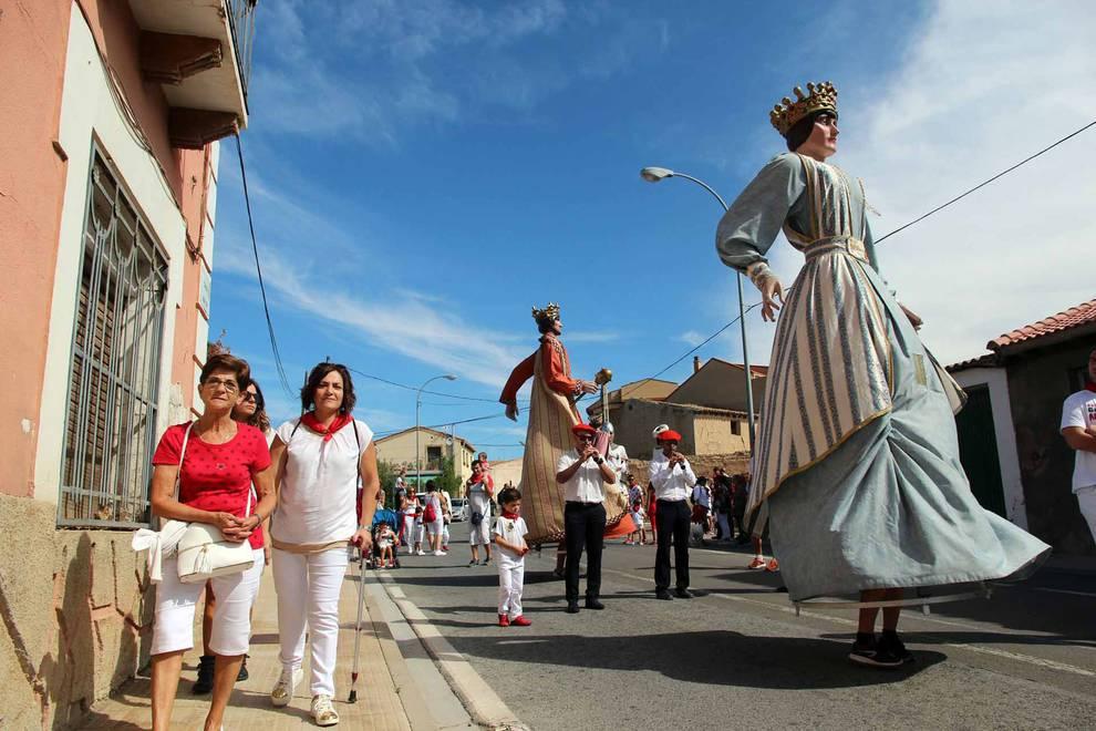 Fitero acoge su segunda gigantada durante las fiestas patronales (15 de septiembre) (1/23) - Fitero acoge su segunda gigantada con 13 figuras de Corella, Cintruénigo y Botarell - Tudela y Ribera -