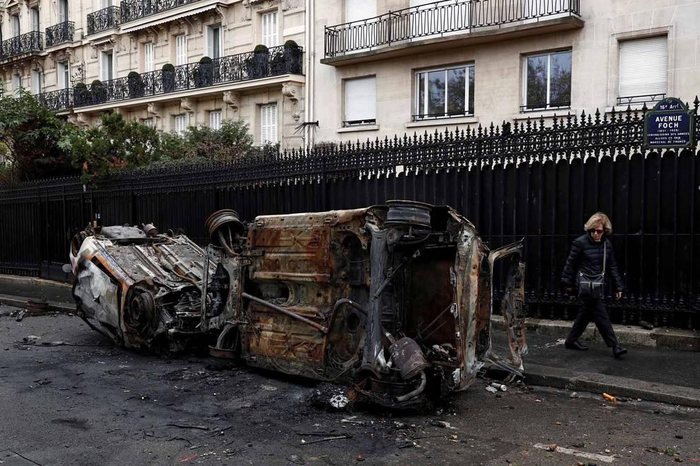 Disturbios en Paris por la subida del precio del carburante (1/67) - Los 'chalecos amarillos' continúan con los disturbios en la capital francesa - Internacional -